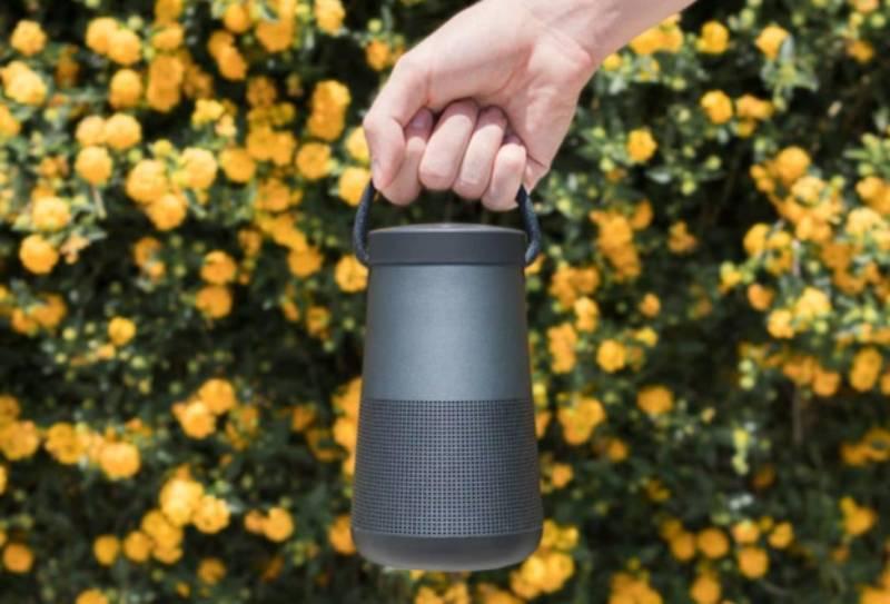 Loa Bose Soundlink Revolve Plus II có tay cầm để dễ mang theo