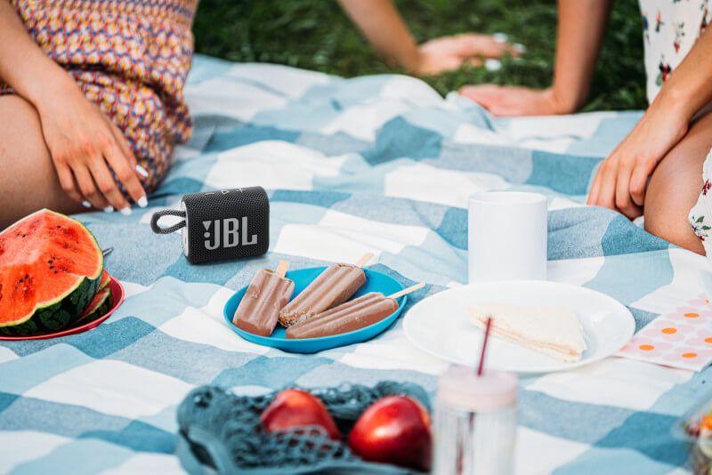 Tận hưởng bữa tiệc ngoài trời cùng gia đình, bạn bè với JBL Go 3