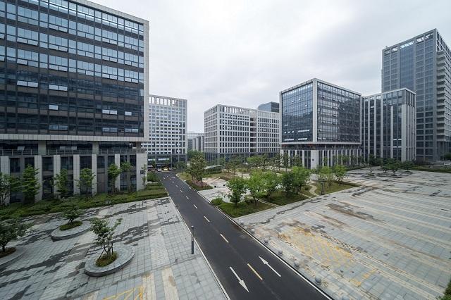Laowa tung mẫu ngàm chuyển dành riêng cho Fujifilm GFX