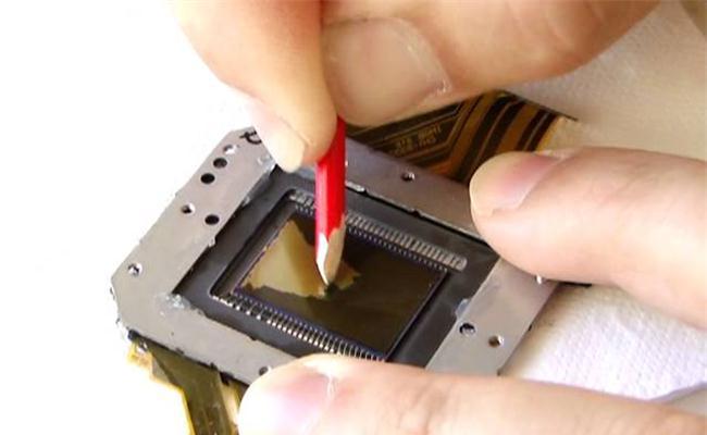 Cạo tấm lọc cảm biến để hình ảnh sắc nét hơn