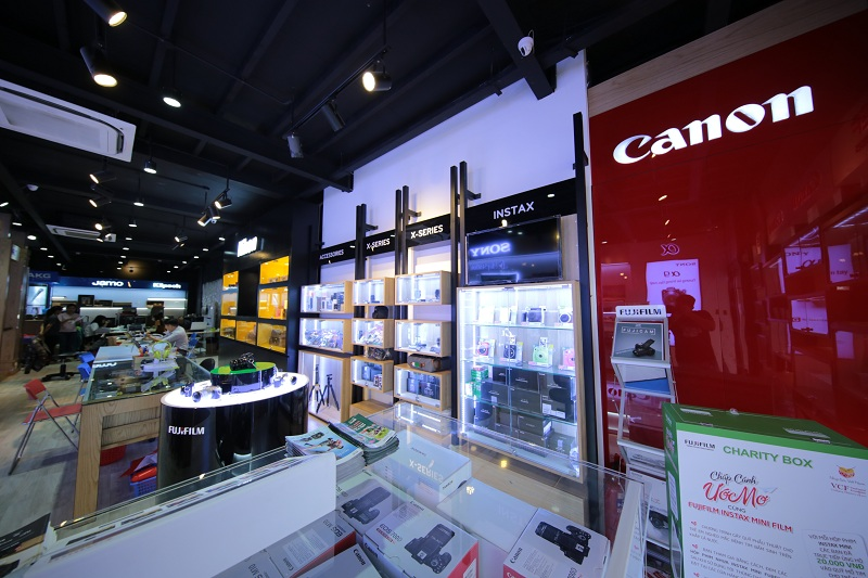 Trải nghiệm không gian mua sắm máy ảnh và thiết bị âm thanh cao cấp tại Binhminhdigital