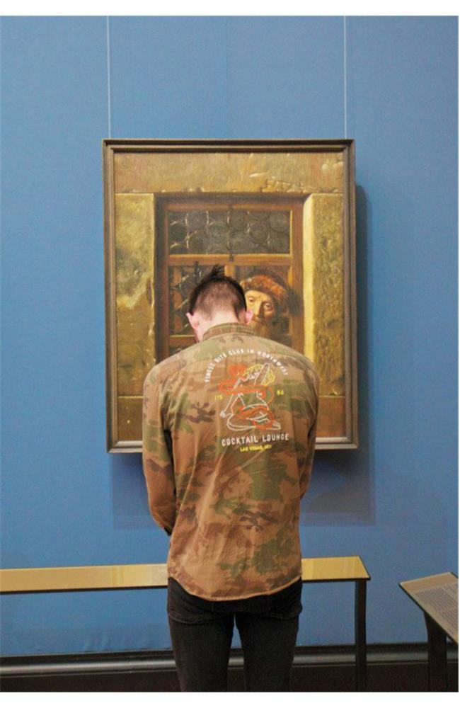 Sự trùng hợp khó tin trong các bức ảnh tại các viện bảo tàng