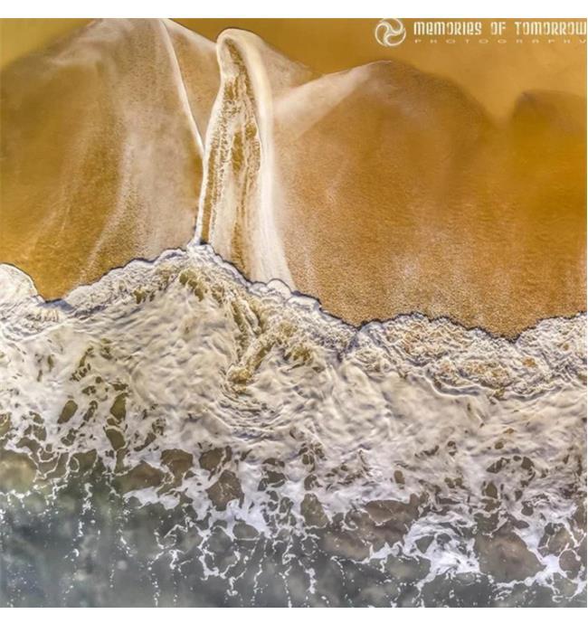 Nhiếp ảnh gia biến những con sóng bình thường thành các tác phẩm thu hút