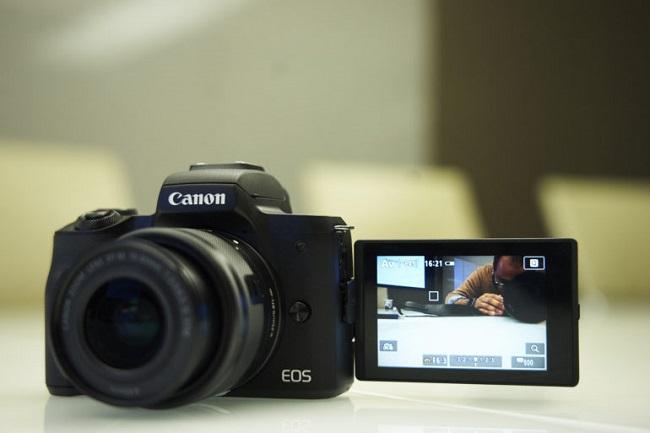 Canon M50 một chút thú vị hơn Rebel T7/ EOS 2000D mới của Canon