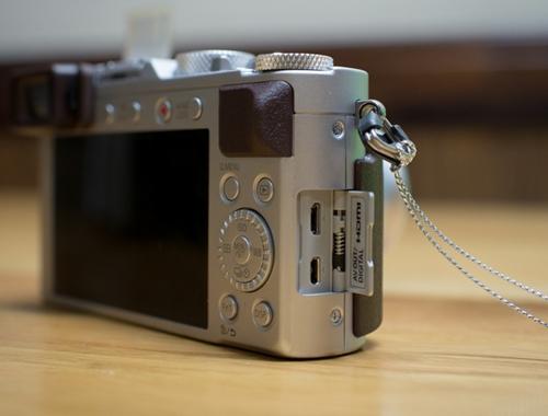 Máy ảnh Panasonic DMC-LX100 (Bạc)