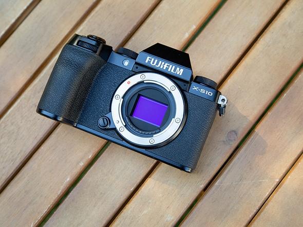 Máy ảnh Fujifilm X-S10 có cảm biến APS-C