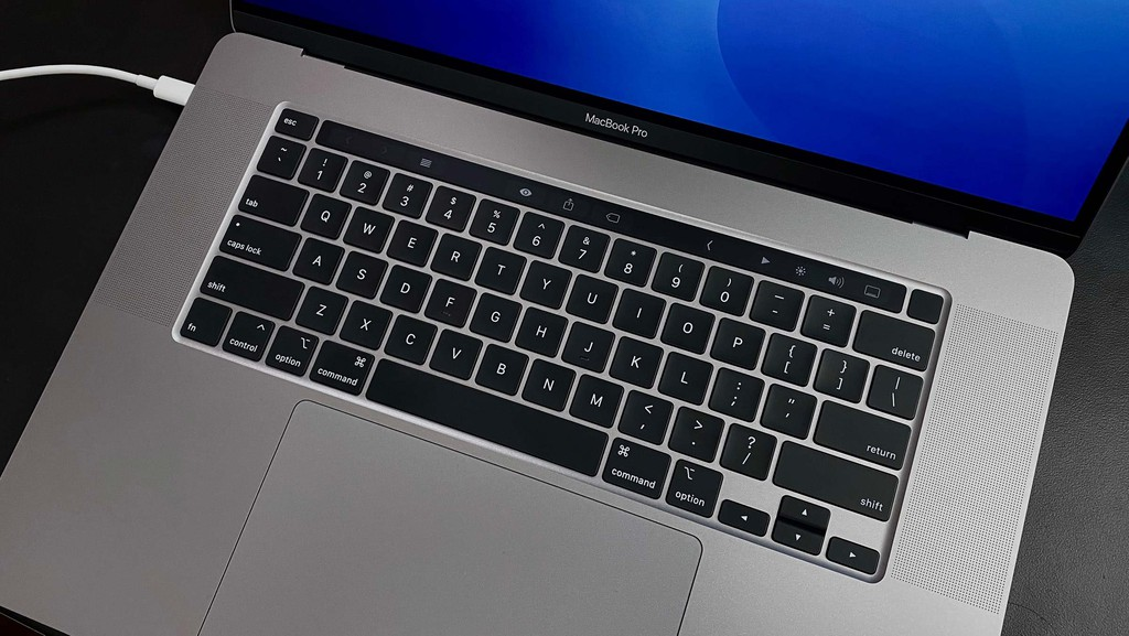 Apple ra mắt MacBook Pro 16 inch: Bàn phím Magic Keyboard, 6 loa, giá từ 2399 USD Apple chinh thuc ra mat MacBook Pro 16 inch Binhminhdigital 1